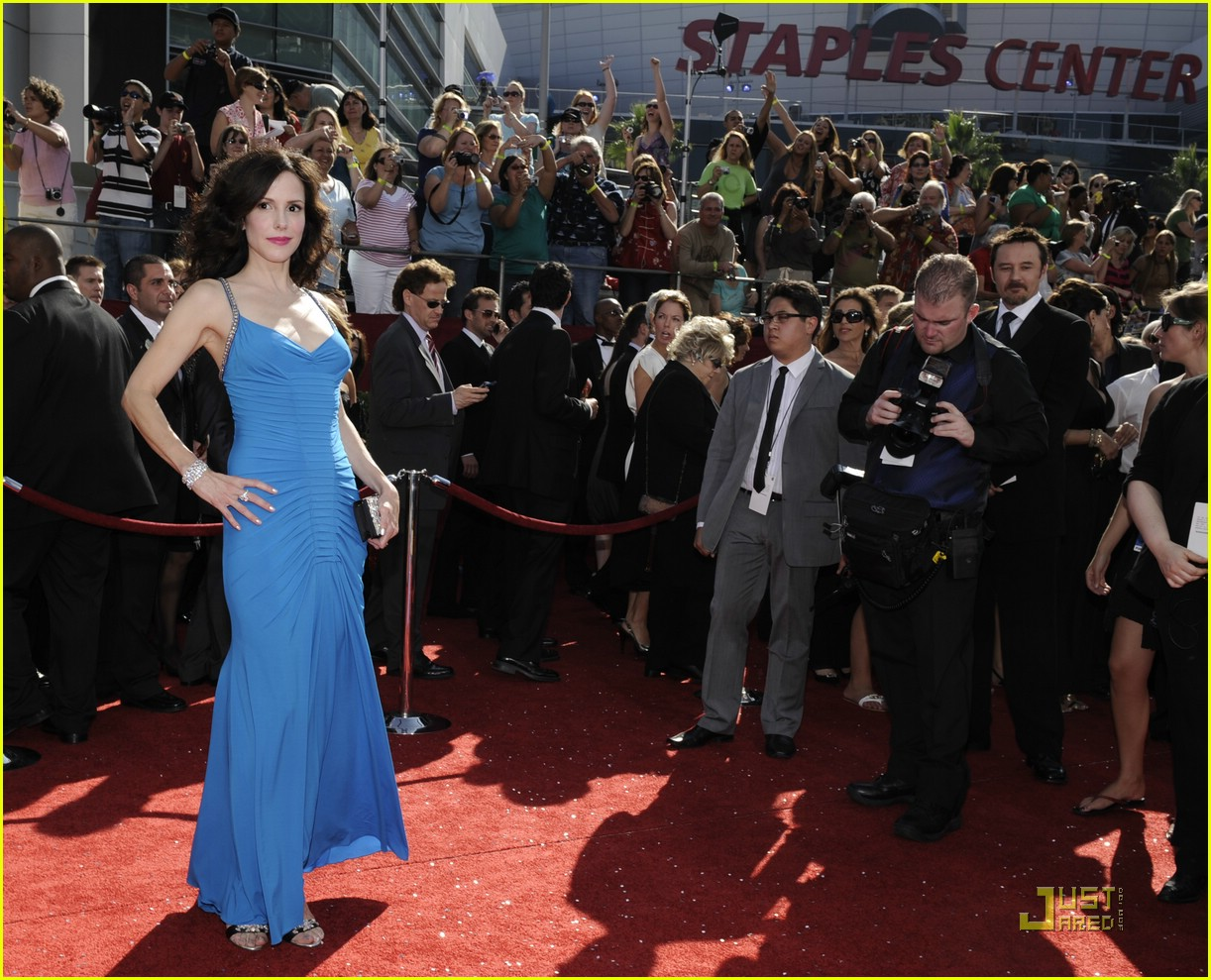 Mary Louise Parker Emmys Red Carpet Wallpapers