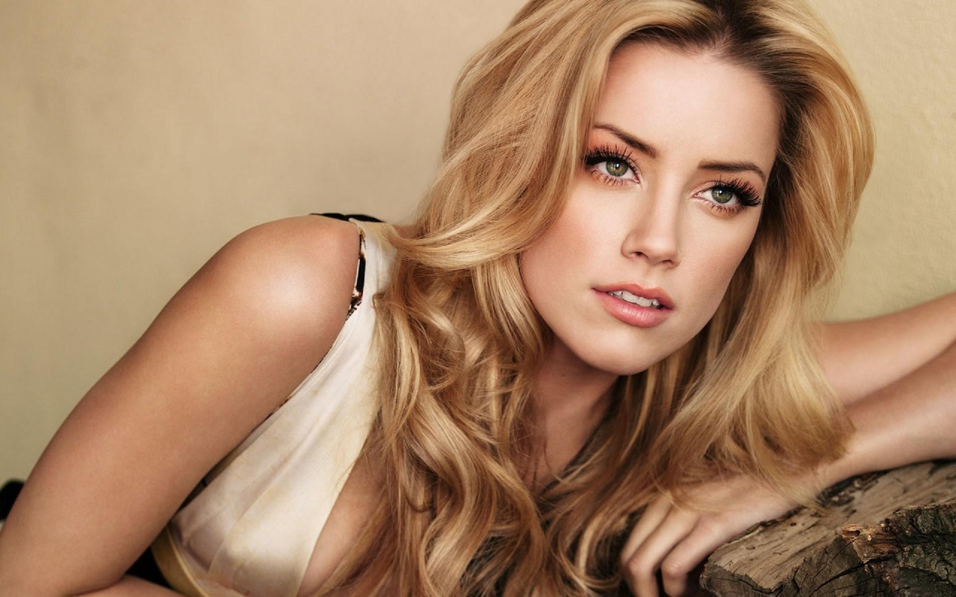 Amber Heard Photos & Wallpaper