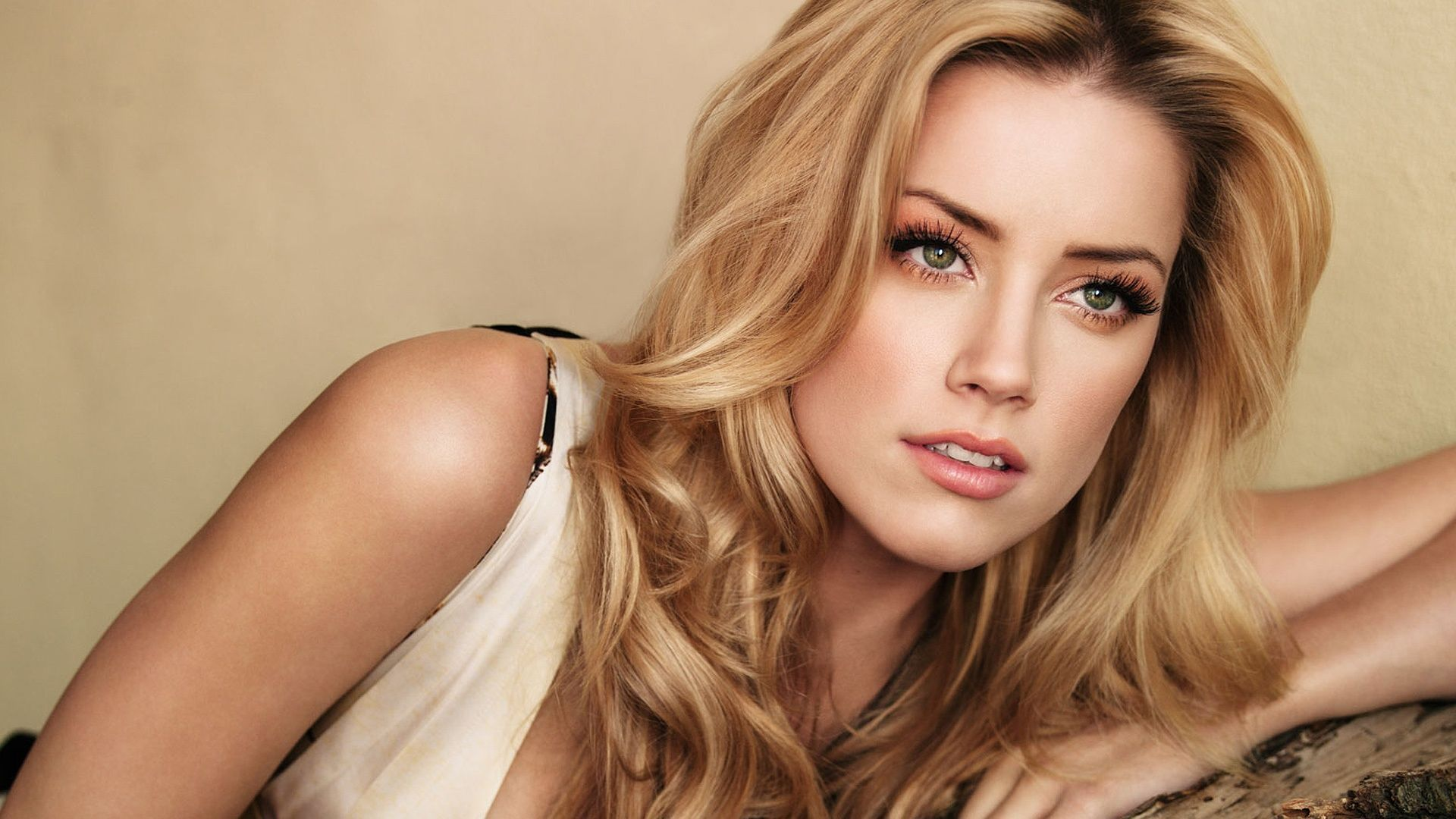 Amber Heard Pictures & Hd Wallpaper