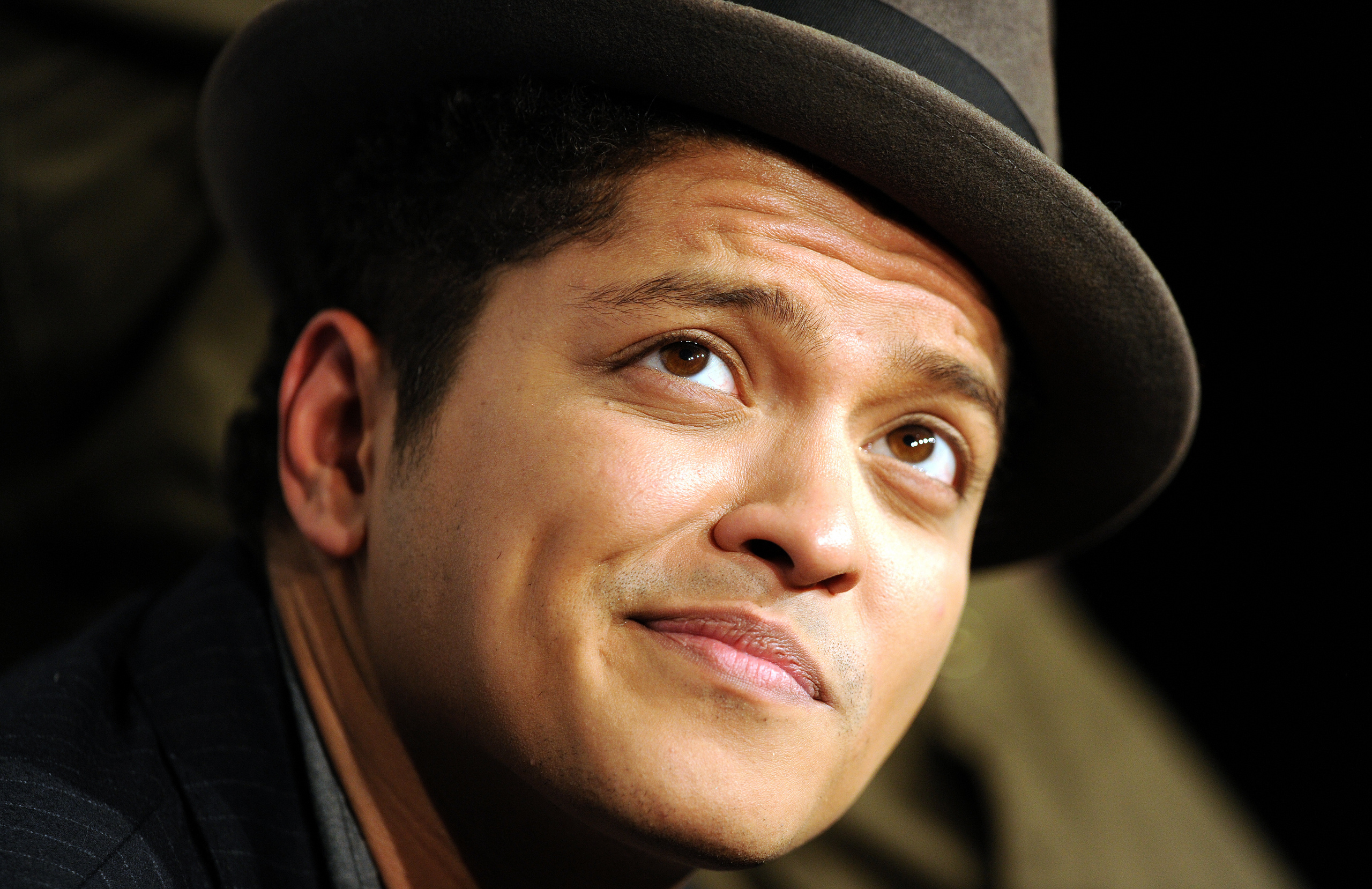 Bruno Mars HD Wallpaper & images