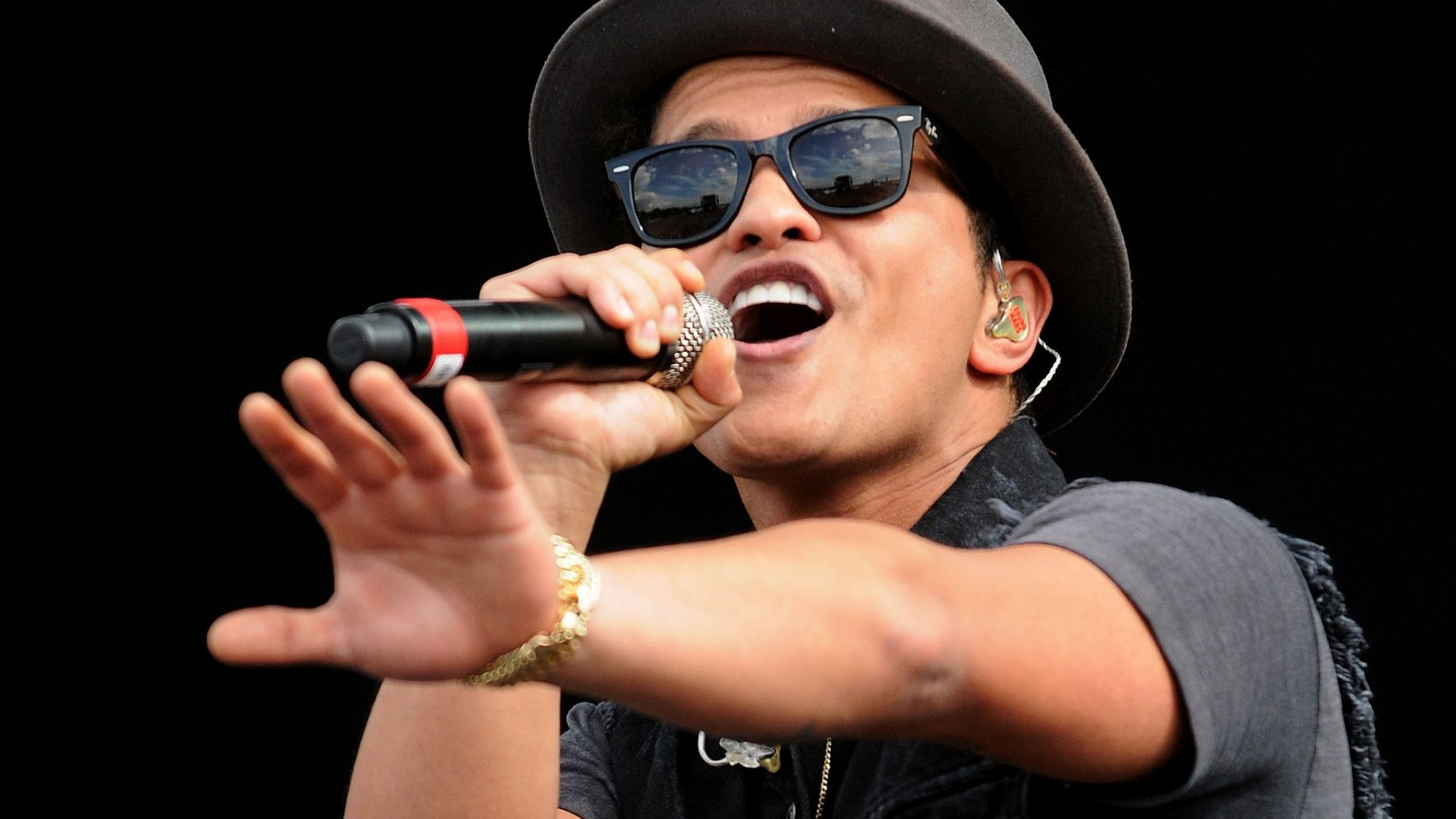 Bruno Mars  Wallpapers & Pics