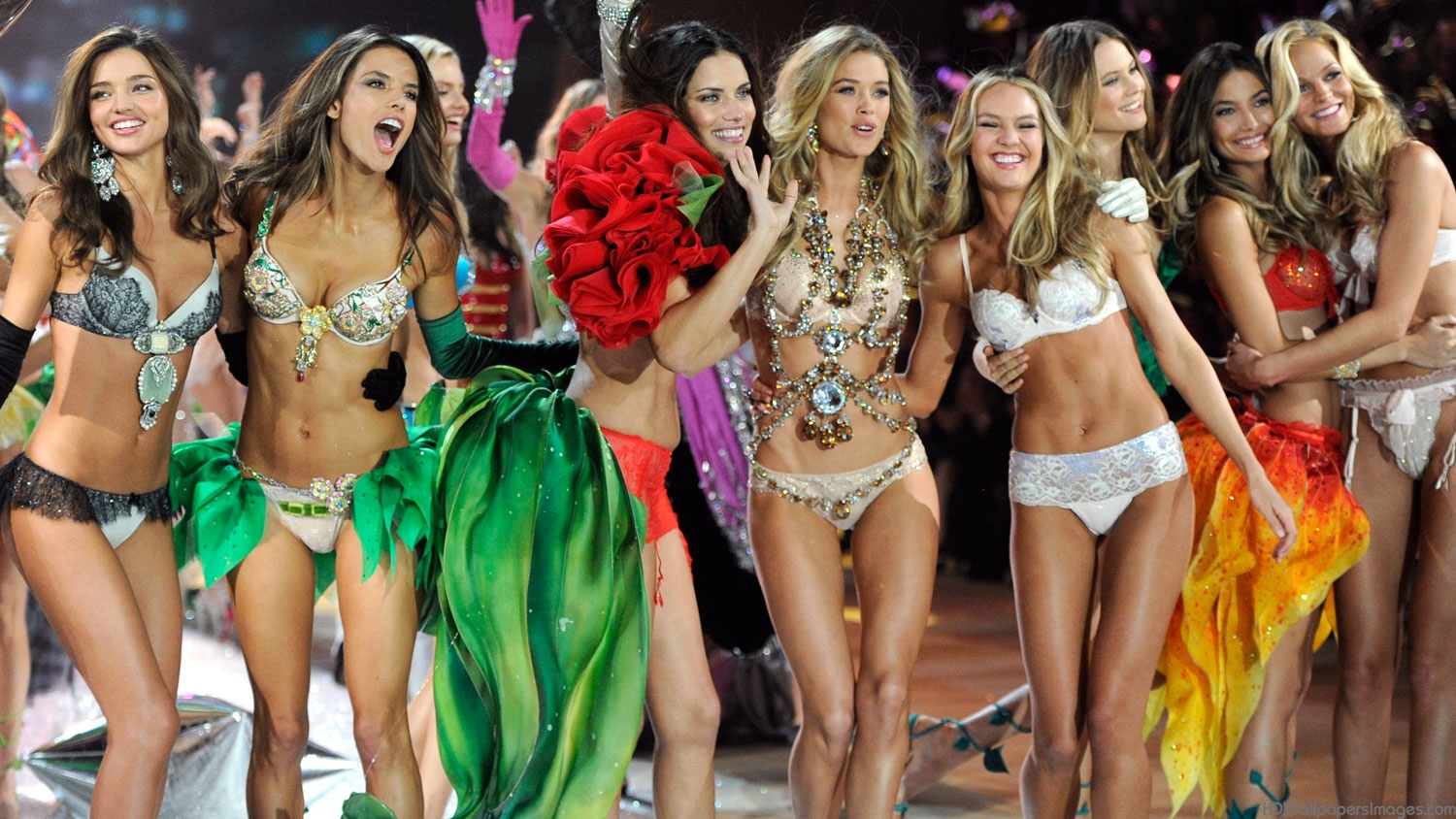 Victoria S Secret Fashion Show 2014 Wallpapers Hd Wallpapers