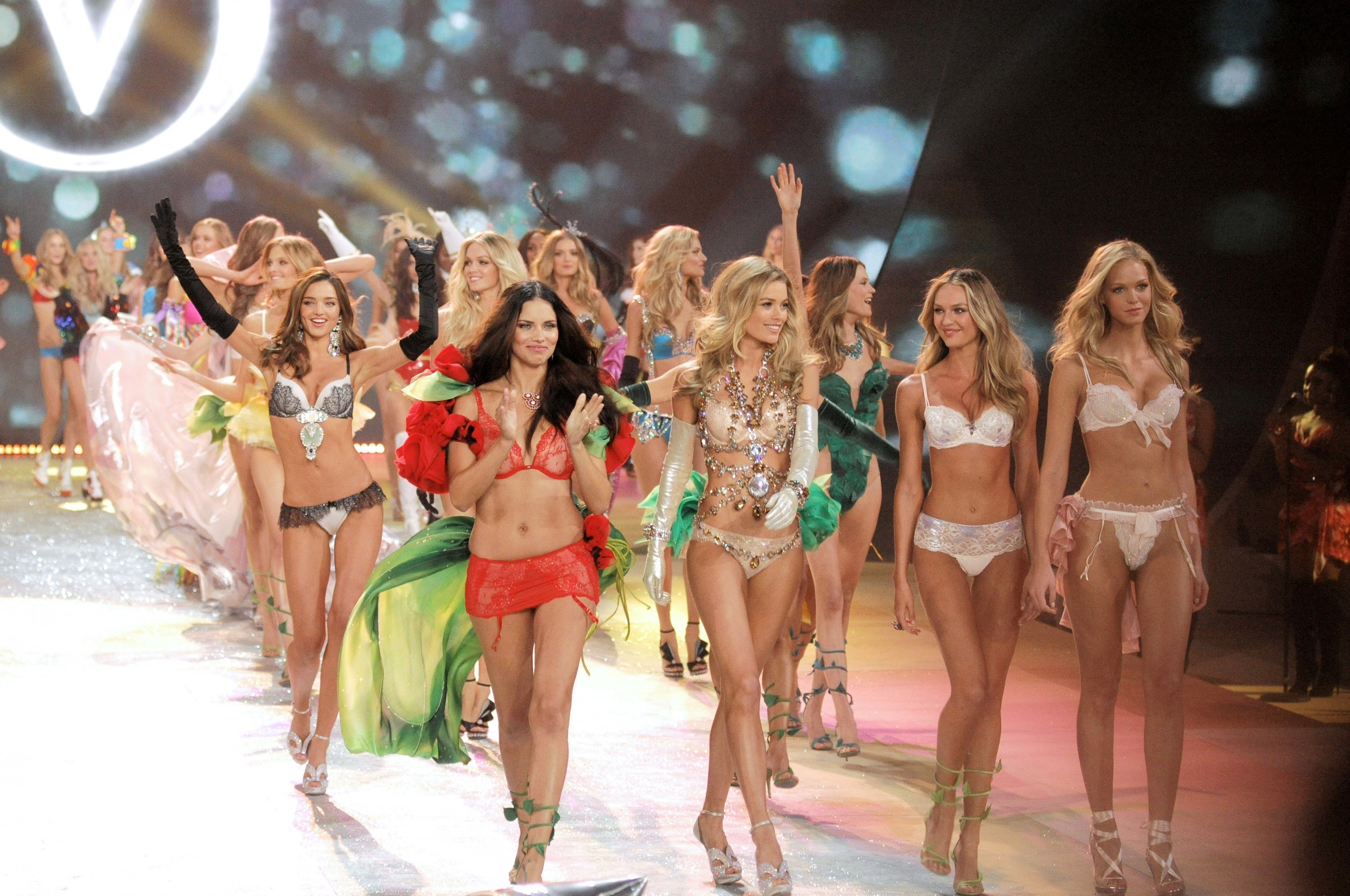 Victoria's Secret Fashion Show Picture & Images
