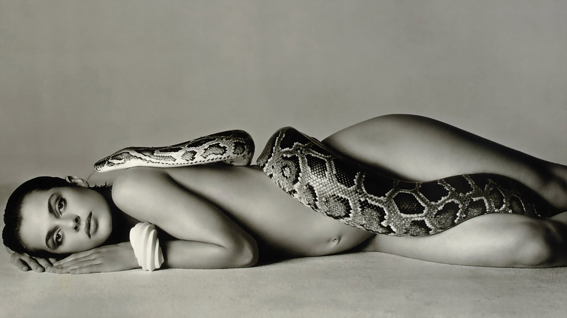 Girl with Snakes wallpapers & Pictures