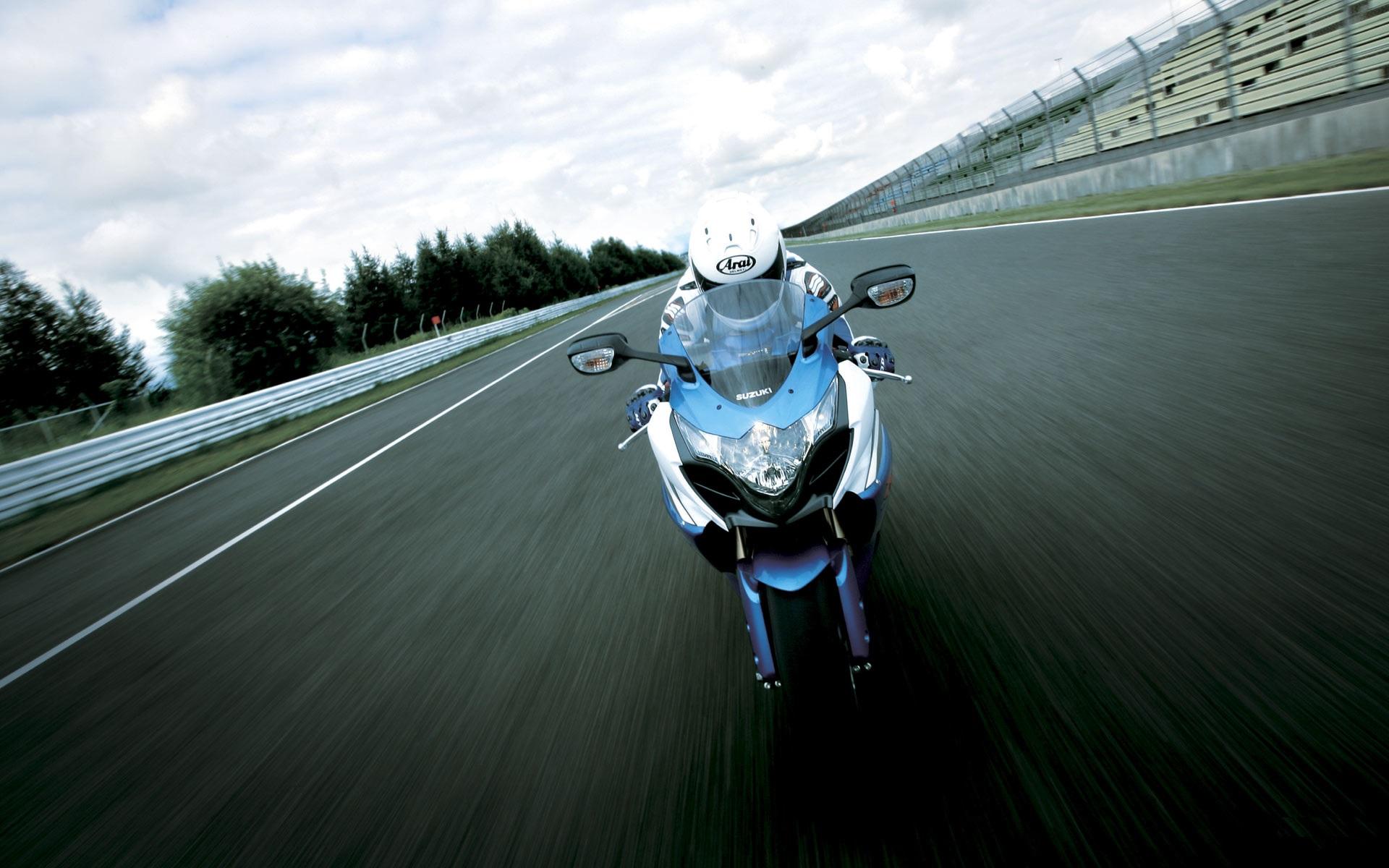 Suzuki GSX R1000 Wallpaper & Pictures