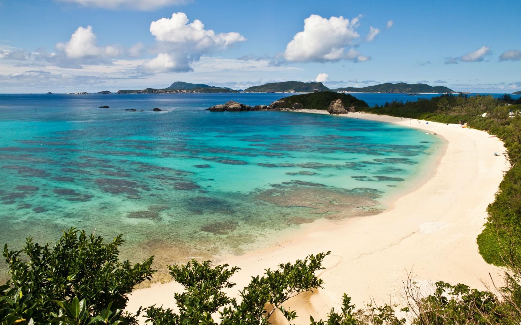 AHAREN BEACH TOKASHIKI ISLAND JAPAN