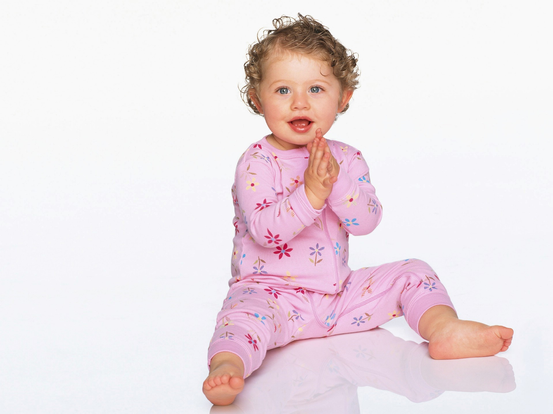 Cute Baby Sitting Silently Wallpapers Download