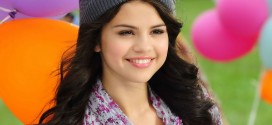 Selena-Gomez-beautiful-smile