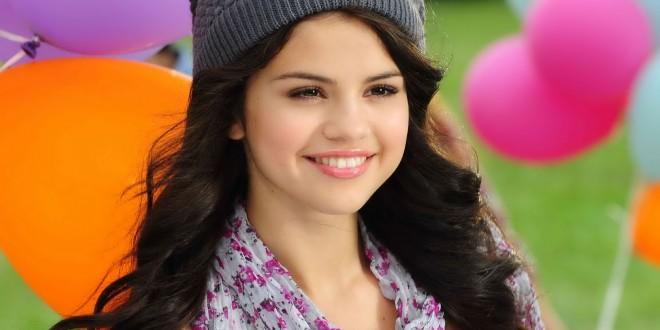 Selena-Gomez-beautiful-smile