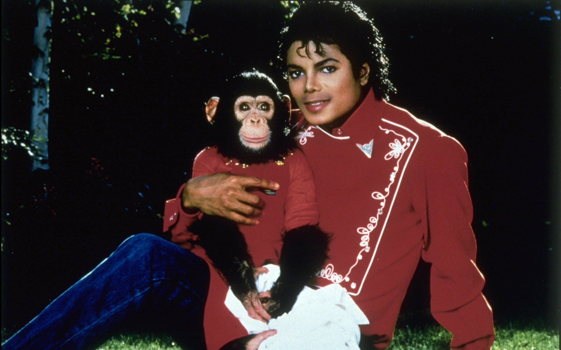 MICHAEL JACKSON WITH 'BUBBLES' HIS CHIMPANZEE