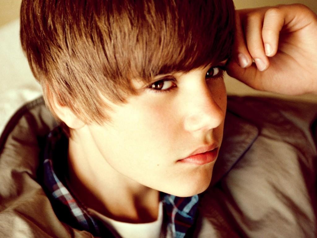 Singer Bieber performs