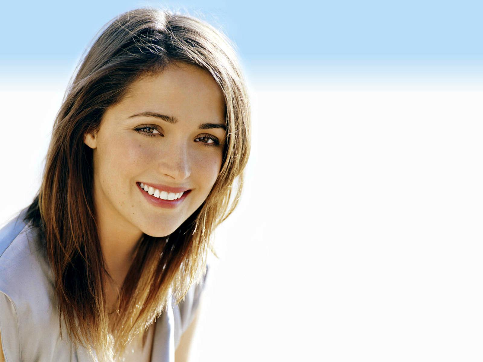 Beautiful Smile Wallpaper: Beautiful Smile Of Rose Byrne Hd Wallpaper