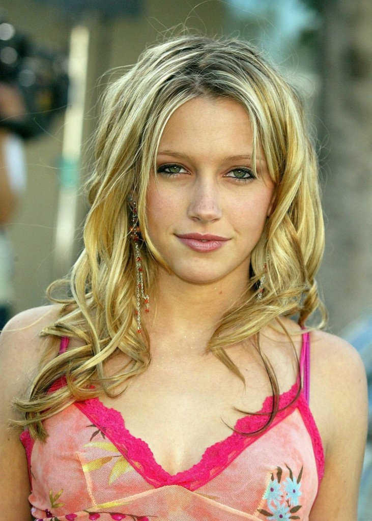 Katie Cassidy Latest HD Wallpaper