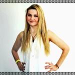 abigail breslin smile high resolution wallpaper download
