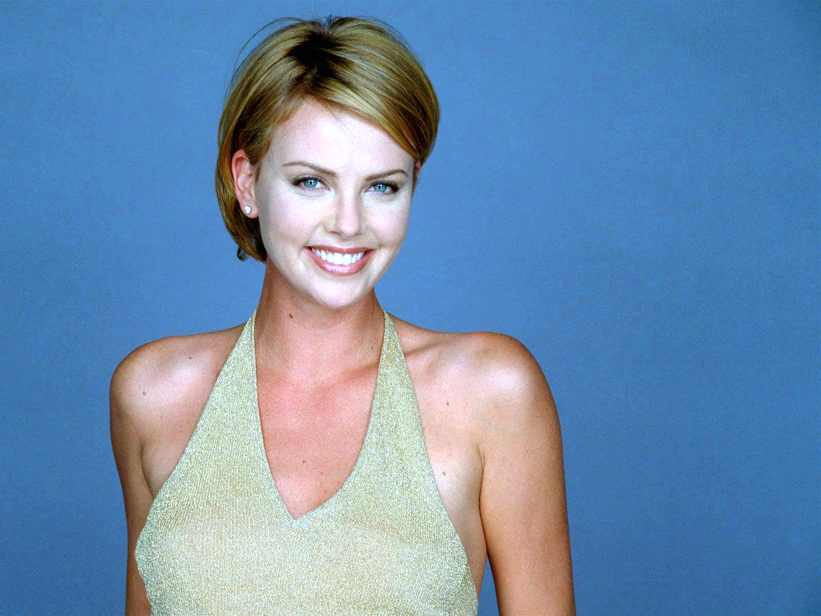 celebrity charlize theron wallpaper (2)