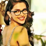 deepika padukone smilling pose high resolution wallpaper